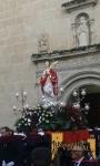 La Santa sale de la Iglesia por la puerta principal.