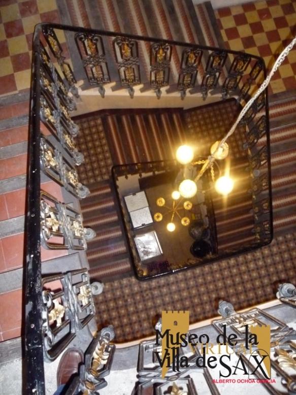 Escalera con mosaico Nolla de la casa de los Caballeros de Cardona /Tomás Bernabé